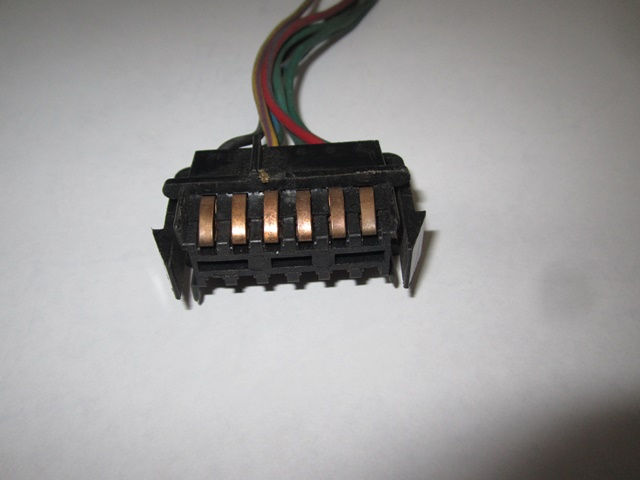 USED INSTRUMENT CLUSTER CONNECTOR